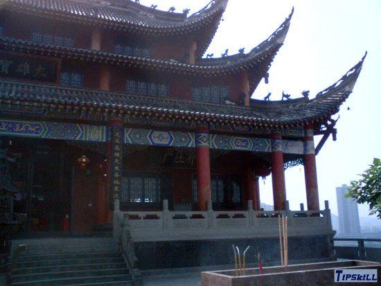 重庆龙头寺寺庙阳光下的一角